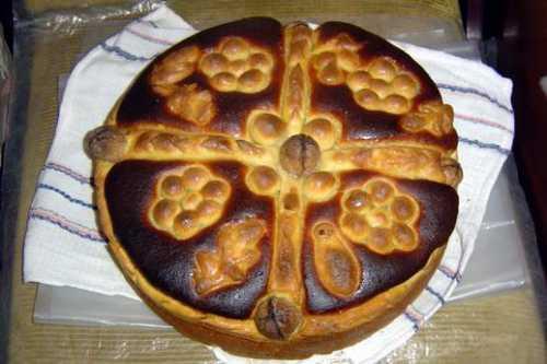 пирог с черносливом: вкусное блюдо к чаю, готовящееся быстро и несложно